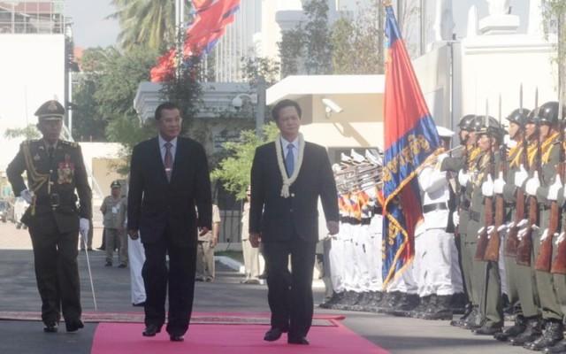 Nguyen+Tan+Dung+visit+Nov+2010+08+%2528CEN%2529.jpg