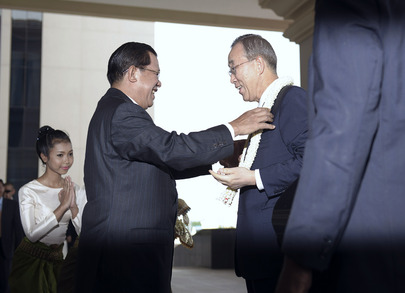 Hun+Sen+greeting+Ban+Ki-moon.jpg