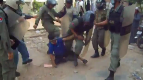 Borei+Keila+-+Beating+by+cops+09+%28Licadho+video%29.png