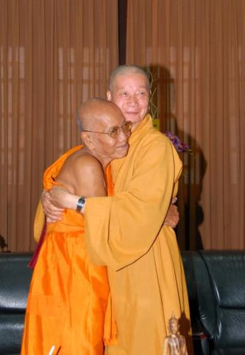 Tep+Vong+embracing+Viet+monk.jpg