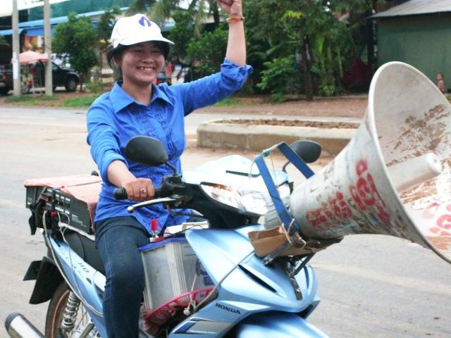 SRP+2012+Commune+election+campaign+in+Battambang+-+Makeshift+mobile+speaker.jpg