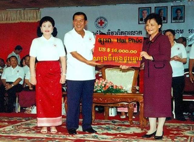 Donation+to+the+Khmer+Rouge+Cross.jpg