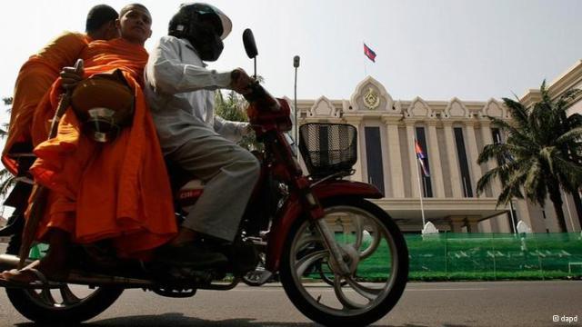 Monks+on+Moto+doop+(DAP).jpg