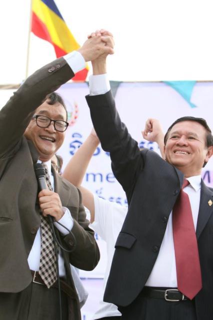 Sam+Rainsy+and+Kem+Sokha+holding+hands+02.jpg
