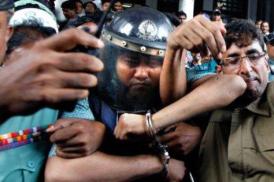 Bangladesh2_cnd-articleLarge.jpg