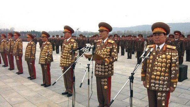 Funny+over-decorated+North+Korean+generals.jpg