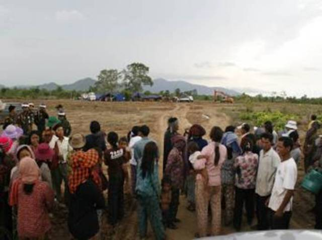 Evicted+villagers+(RFI).jpg