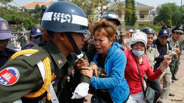 BKL+women+fighting+cops+(Reuters).jpg